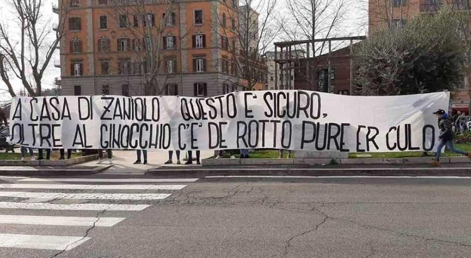 Roma-Lazio: nuovo striscione contro Zaniolo