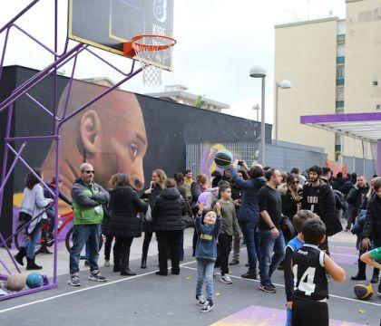 La Nazionale di basket al parco Kobe (che è inagibile). Ora de Magistris ha detto che troverà i fondi