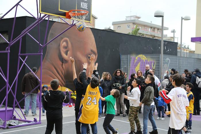 """""""Che meraviglia"""", il coach Sacchetti al parco Kobe"""