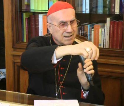 Il cardinale Bertone: «Benedetto XVI tifa Bayern. Papa Franc