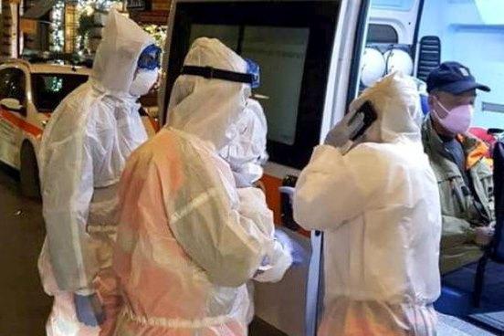 Bergamo, i medici: «I pazienti sono lucidi mentre soffocano, è massacrante»