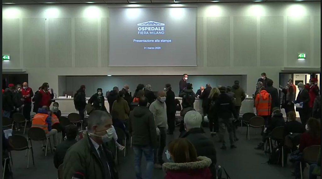 Fontana inaugura il nuovo ospedale Covid con una conferenza-assembramento