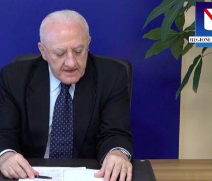 Nuova ordinanza di De Luca: obbligo di test o tamponi per chi torna da vacanze all'estero