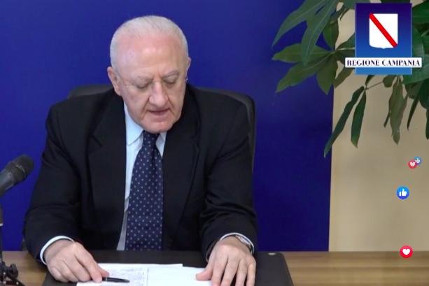 """De Luca: """"Abbiamo già acquistato i vaccini antinfluenzali per 4 milioni di campani"""""""