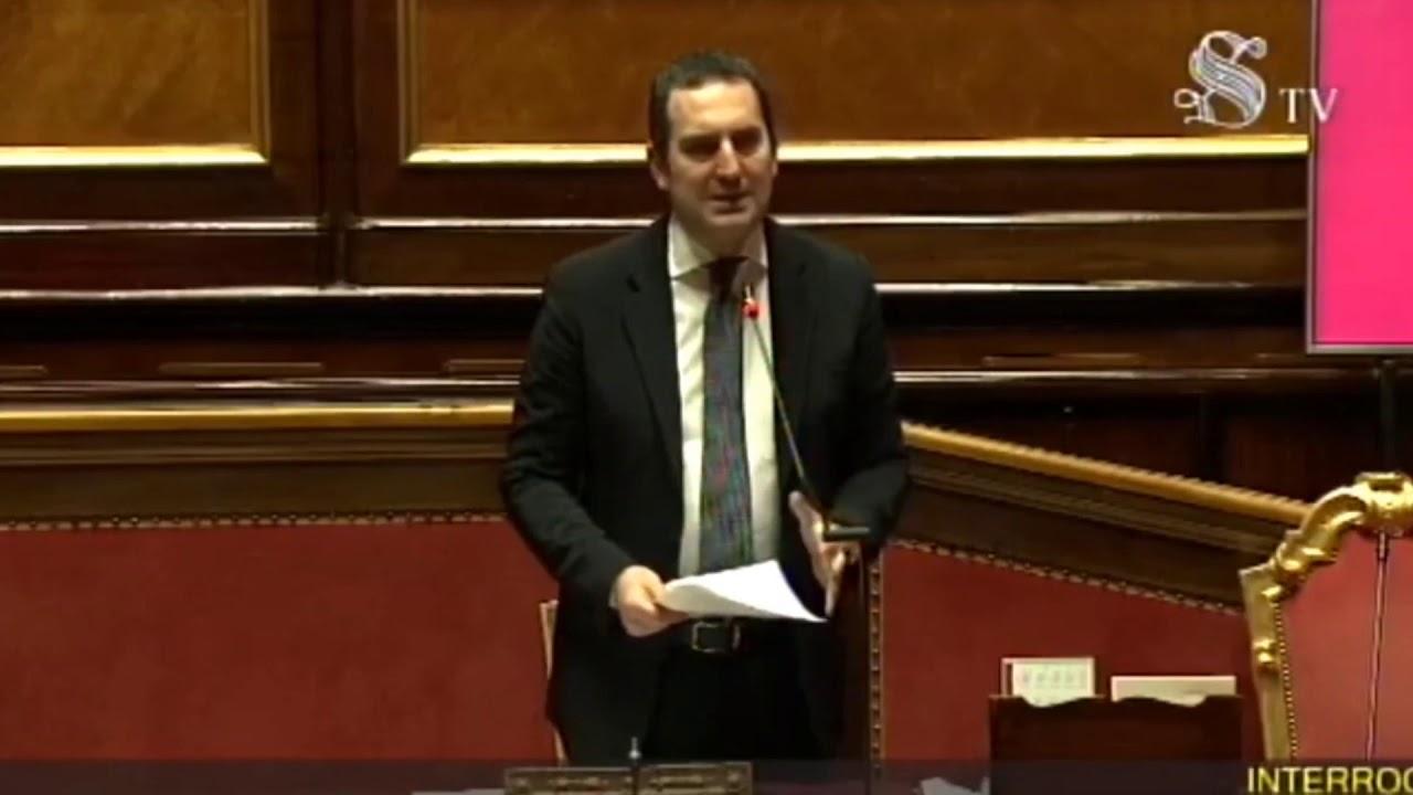 Spadafora non lascia, ma rimette le deleghe allo Sport, Conte congela la decisione