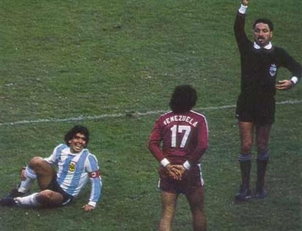 Maradona: «Il mio era un altro calcio, un altro mondo. Inutile fare paragoni»