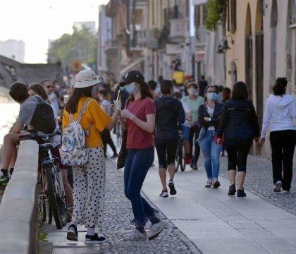 Gli italiani non vogliono spendere 1682 mld fermi in banca: il Pil 2020