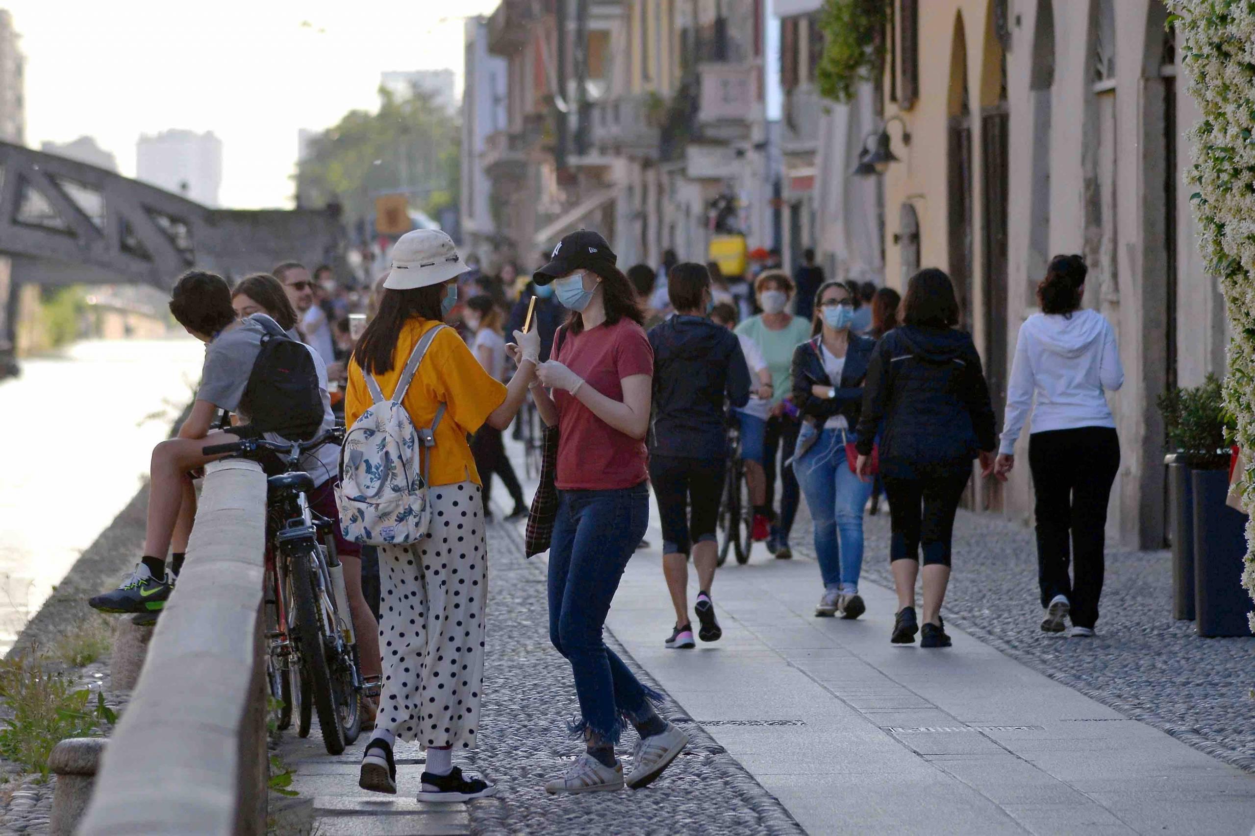 Milano contro la movida, Sala vieta l'alcool da asporto dopo le 19