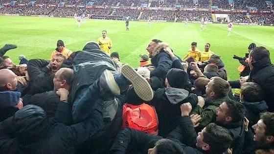 Oltre 350 ultras d'Italia e d'Europa: «Se il calcio è solo business, è destinato a morire»