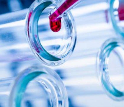 L'Ema sul Johnson&Johnson: «Possibile legame con trombosi rare ma benefici superiori ai rischi»