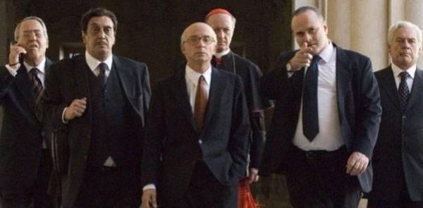 Altro che industria, la Serie A prende schiaffi dalla politica perché non può farne a meno