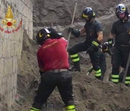 """Due operai morti in un crollo a Pianura. E la domanda: """"Era"""