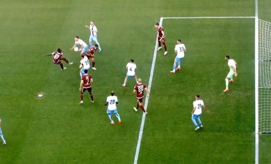 Torino-Lazio, Massa punisce Immobile che non s'è amputato il braccio: rigore e 1-0 (VIDEO)
