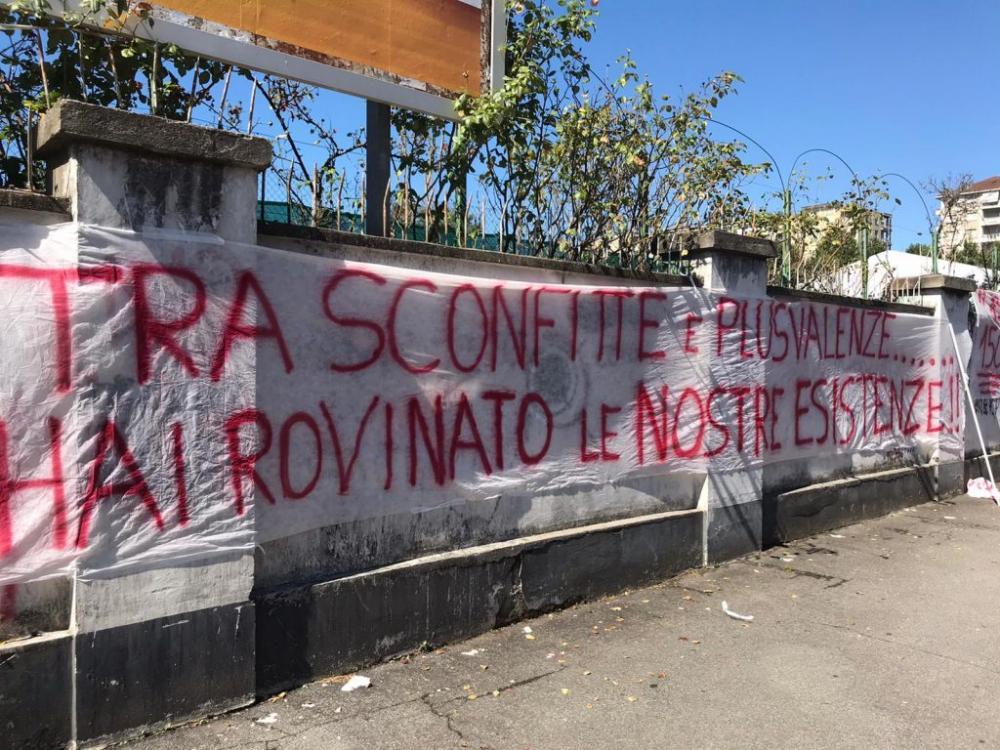 Dura contestazione dei tifosi del Torino contro Cairo