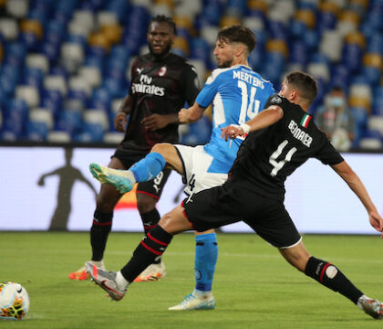 """Mertens da applausi, """"fa dei difensori del Milan i pali da s"""