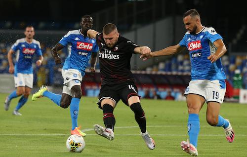 Il Milan segna, si chiude in 10 e poi segna ancora: vittoria sofferta su un Parma impotente