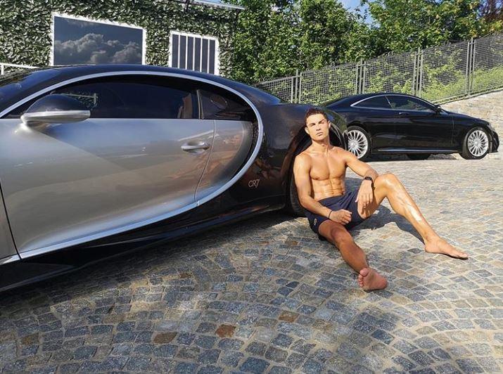 Ronaldo si regala la terza Bugatti (che costa 8 milioni di euro)