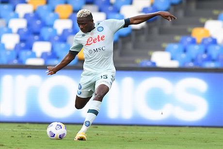 Gazzetta: Parma-Napoli, Osimhen titolare nel 4-3-3. Ballottaggio in porta, con Meret favorito
