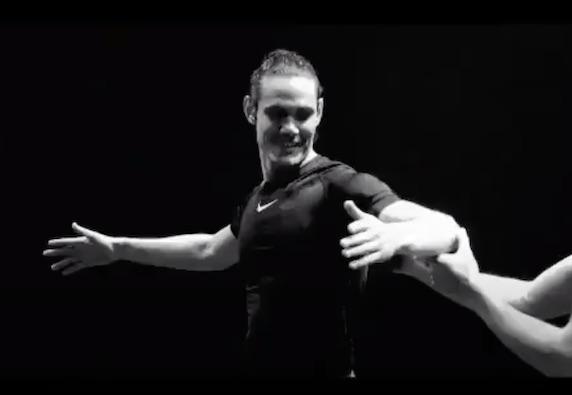 Cavani testimonial di danza per attrarre i ragazzi: «Non esiste solo il calcio»  (VIDEO)