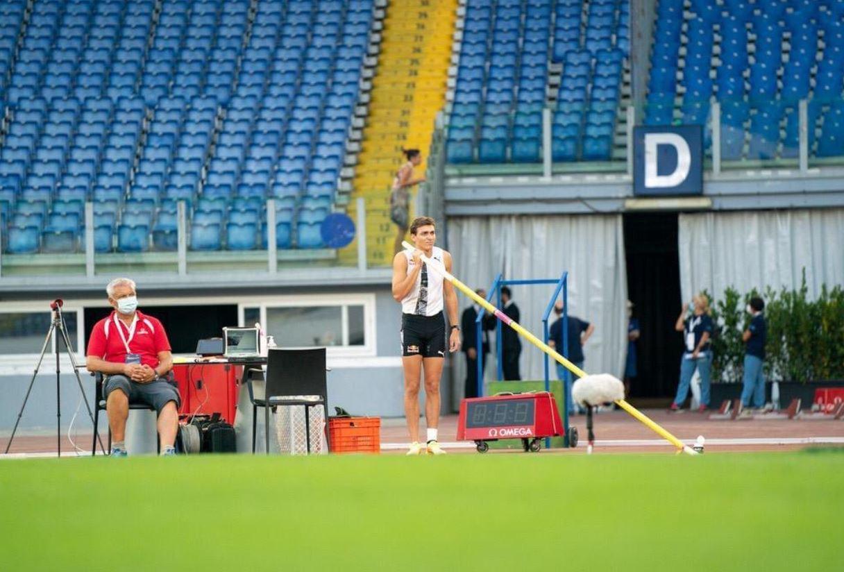 Atletica, Golden Gala: Duplantis batte il record del mondo di Bubka nel salto con l'asta (6,15)