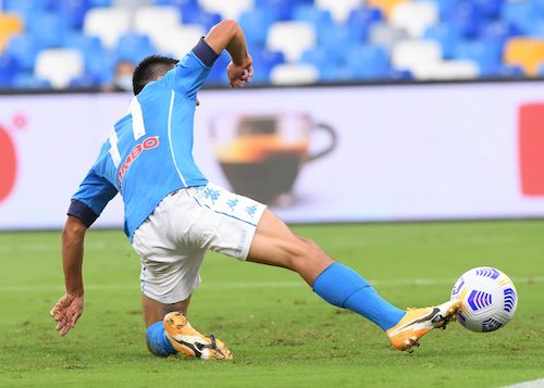 Napoli-Genoa 1-0 al 45′: Lozano segna alla Callejon. Ma il Napoli perde Insigne