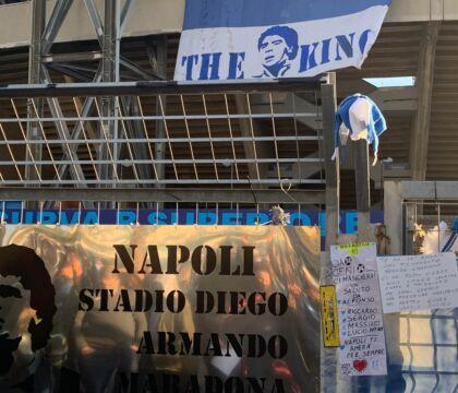 Per i tifosi il San Paolo è già intitolato a Maradona VIDEO