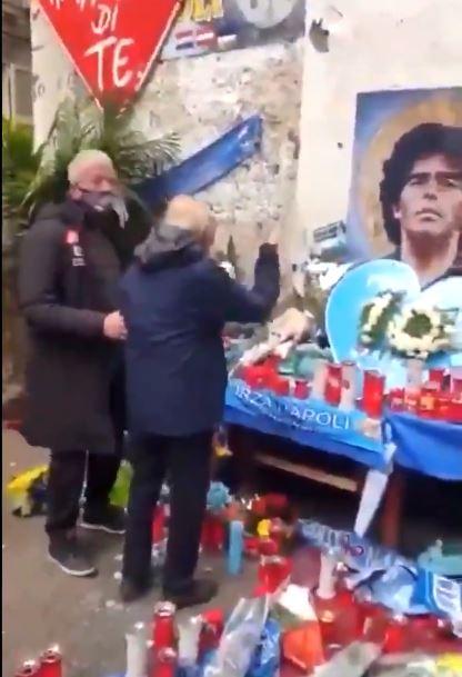 Anche Ferlaino ai Quartieri Spagnoli per rendere omaggio a Diego