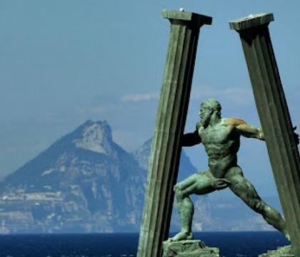 Le Colonne d'Ercole del Napoli sono la linea di centrocampo