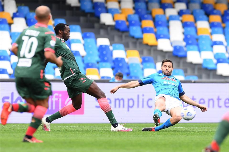 Napoli-Crotone 4-3, pagelle / Bisognerebbe contare i punti persi per Maksimovic e Manolas