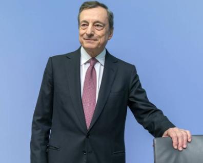 Draghi: «Da metà maggio entrerà in vigore il pass verde per viaggiare in Italia»