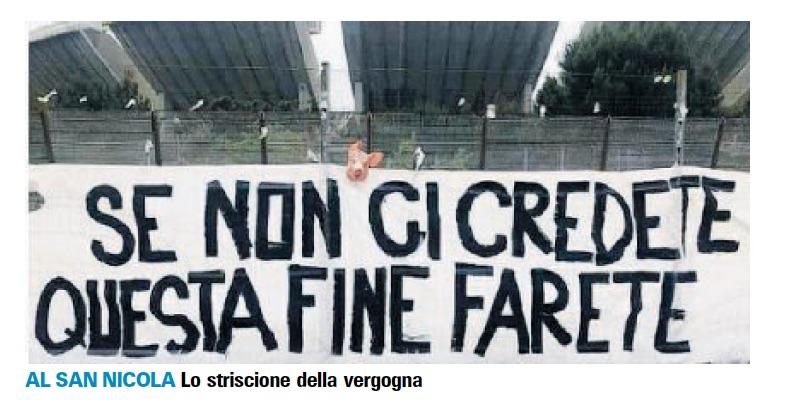 """A Bari testa di maiale e striscione contro la squadra: """"Se non ci credete, questa fine farete"""""""