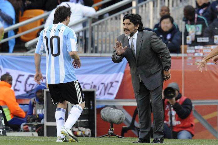Quando Maradona suggerì a Messi come calciare le punizioni: «Non togliere subito il piede»