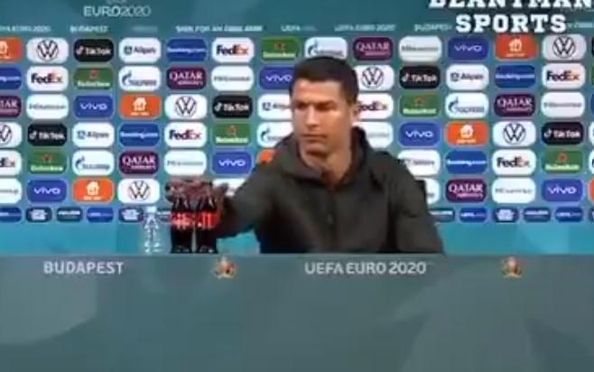 """La Uefa sulle bottiglie spostate in conferenza: """"Non sono escluse multe, sponsor importanti"""""""