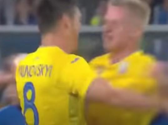 """L'Ucraina resiste: ufficializza lo slogan """"anti-Russia"""" proibito dall'Uefa, e conferma la sua maglia"""