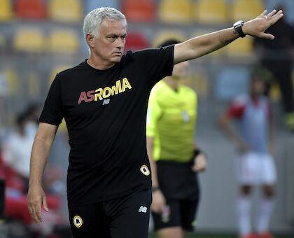 """Roma, Mourinho: """"Napoli squadra forte, giocheremo faccia a faccia e cercheremo di vincere"""""""
