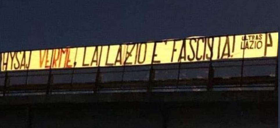 Lazio, lo striscione degli ultras: «Hysaj verme, la Lazio è fascista»