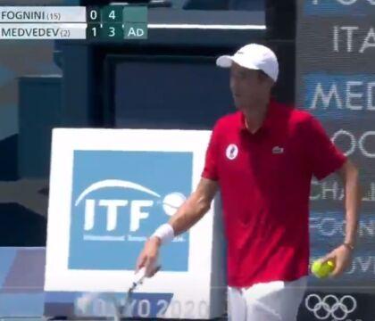 Medvedev contro il caldo di Tokyo: «Io finisco la partita, ma se muoio chi se ne assume la responsabilità?» (VIDEO)