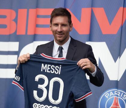 C'è un primo caso Messi al Psg: non convocato per infortunio dopo l'occhiataccia a Pochettino