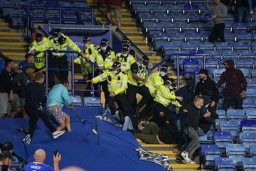 """I media inglesi schifati dalla violenza a Leicester: """"Scene patetiche, 12 napoletani arrestati"""""""