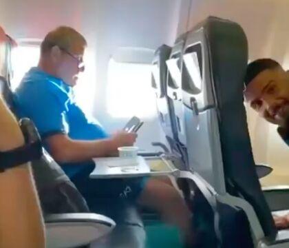 Lo scherzo di Insigne a Starace sul volo di ritorno da Genova (VIDEO)
