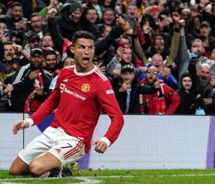 Rabbia Ronaldo: pallonata all'avversario, ma evita l'espulsione (VIDEO)
